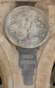 Pabellón_Consistorial_medallón_02_Alegoría_I_República